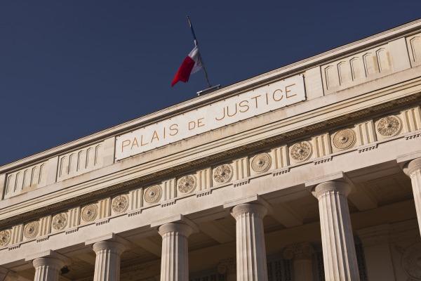 Un projet de restructuration qui s'accompagne d'un PSE ne peut être suspendu par le juge judicaire
