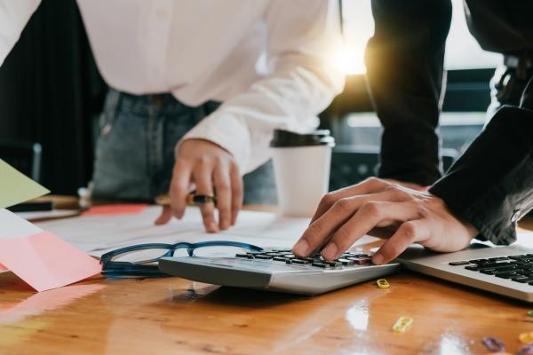 Requalification en CDI : base de calcul du rappel de salaire au titre des périodes interstitielles