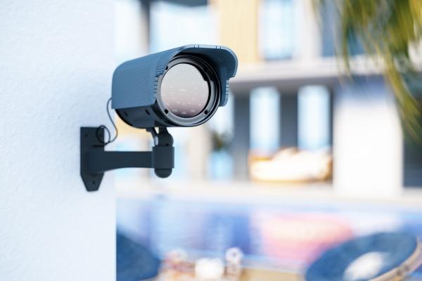 Le salarié exerçant seul son activité ne peut être soumis à la surveillance constante d'une caméra