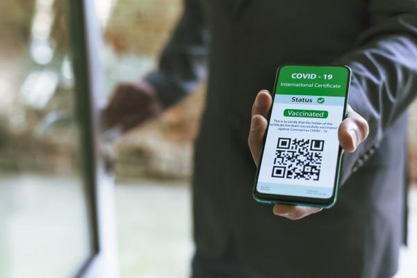 Mise en oeuvre du passe sanitaire : le nouveau protocole applicable en entreprise est disponible