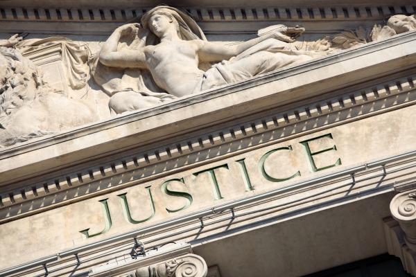 Licenciement économique : répartition des compétences entre juge judiciaire et administratif