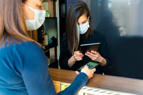Fin de la gratuité des tests PCR au 15/10: l'employeur doit-il rembourser les tests de ses salariés?