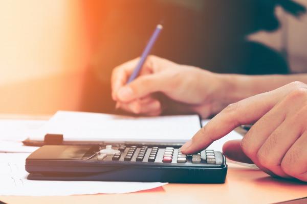 Salariée en congé parental à temps partiel : calcul des indemnités de rupture